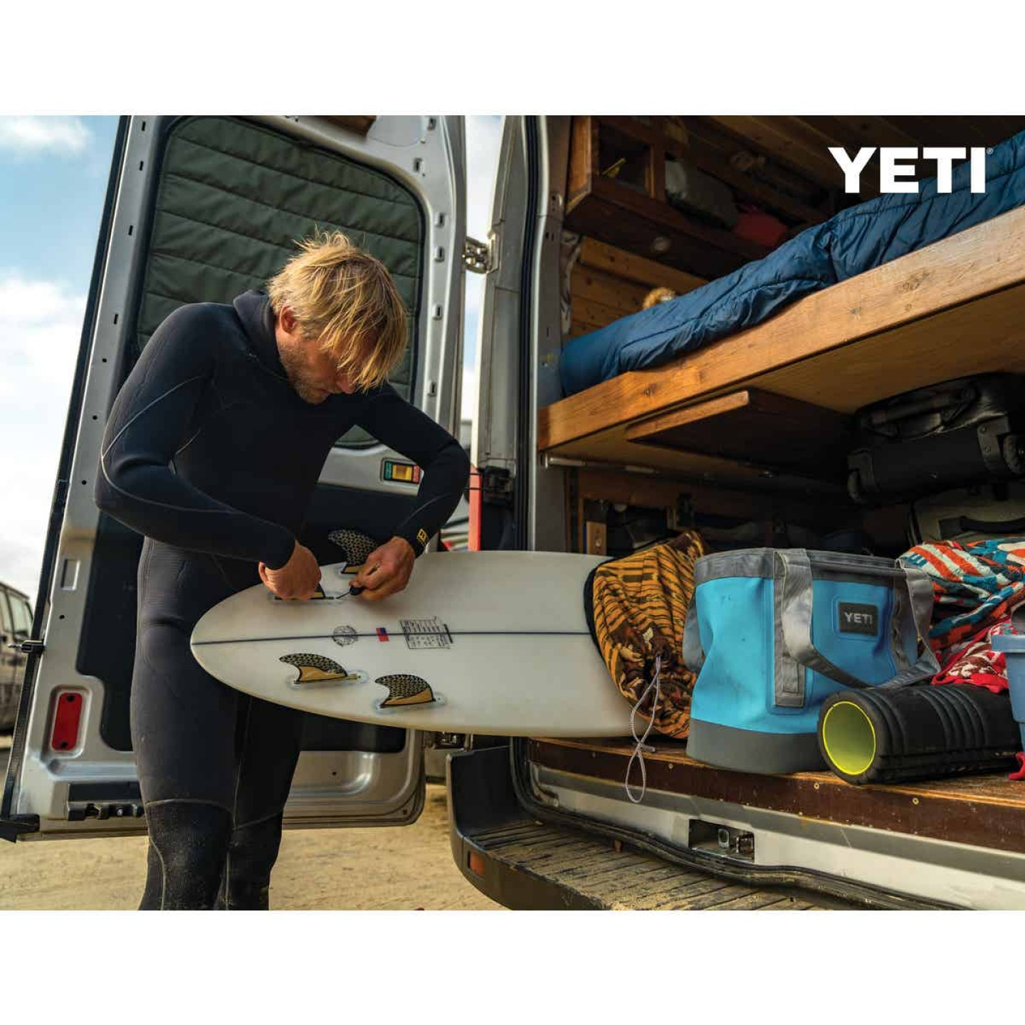 Yeti Camino Carryall 35 9.84 In. W. x 14.97 In. H. x 18.11 In. L. Reef Blue Tote Bag Image 4
